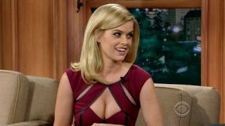 Craig Ferguson cant handle Alice Eve's Breasts and she likes it